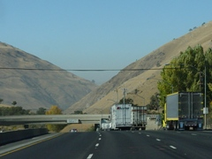 Beginning of the steep grade, I-5 North, at Fort Tejon, near Grapevine, California - Click for larger image (http://jamesmcgillis.com)