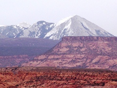 Fresh snow on the La Sal Mountains, as seen from Moab on April 14, 2012 - Click for larger image (http://jamesmcgillis.com)