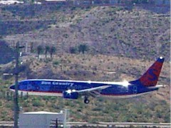 Sun Country jet landing at Bullhead City, AZ - Click for larger image (http://jamesmcgillis.com)