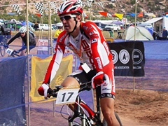 Eventual Men's Solo Champion enters the scoring tent in second place on Saturday afternoon - Click for larger image (http://jamesmcgillis.com)