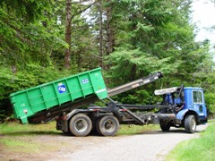 Curry Transfer & Recycling truck picks up a 10-cubic yard skip bin, Port Orford, Oregon - Click for larger image (http://jamesmcgillis.com)