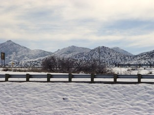 Winter snow scene, I-40, east of Kingman, AZ - Click for larger image (http://jamesmcgillis.com)