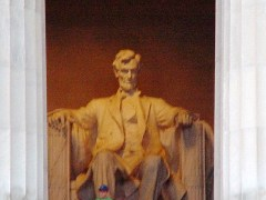 Close-up View - Statue of Abraham Lincoln, seated in the Lincoln Memorial - Click for larger image (http://jamesmcgillis.com)
