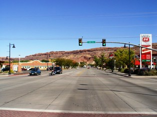 US Highway 191 becomes Main Street, looking north at Downtown Moab, Utah - Click for larger image (http://jamesmcgillis.com)