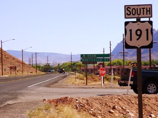 Prior to 2011 widening and realignment, this old US Hwy. 191 South sign once pointed the way to Moab, Utah - Click for larger image (http://jamesmcgillis.com)