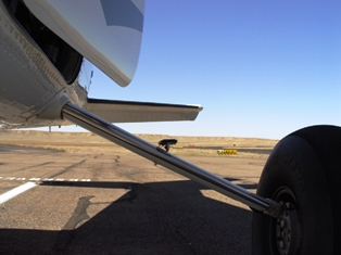 "Detail of over-sized main landing gear strut and ""off-road"" tire - Click for larger image (http://jamesmcgillis.com)"
