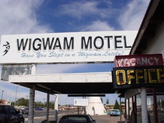 The Wigwam Motel, Holbrook, Arizona - Click for larger image (http://jamesmcgillis.com)