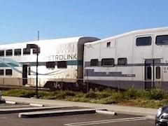 A physical mismatch between the Hyundai Rotem cab-control car (left) and the obsolete bi-level Bombardier coach (right) led to the decoupling of Train No. 102 at Rice Ave. in a Metrolink collision in Oxnard California in February 2015 - Click for larger image (https://jamesmcgillis.com)