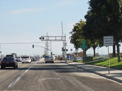 Rice Ave. south approach to Fifth St. and the Coast Line railroad tracks in Oxnard shows insufficient warning signs and derelict street markings at the approach to the deadliest grade crossing in Ventura County, California - Click for larger image (https://jamesmcgillis.com)