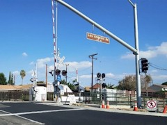 A quad-gate system, overhead safety signage and a divided-road grade crossing such as this one are needed at Fifth St.and Las Posas Road in Camarillo, California - Click for larger image (http://jamesmcgillis.com)