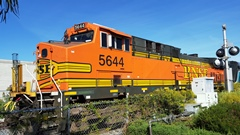 Each BNSF freight locomotive weighs 420,000 pounds, thus increasing the weight of an average Metrolink train set by ninety-one percent - Click for larger image (http://jamesmcgillis.com)