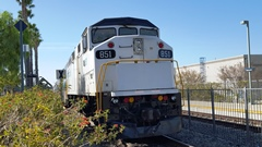 Many venerable Metrolink locomotives, such as No. 851 are two decades old and ill-maintained - Click for larger image (http://jamesmcgillis.com)