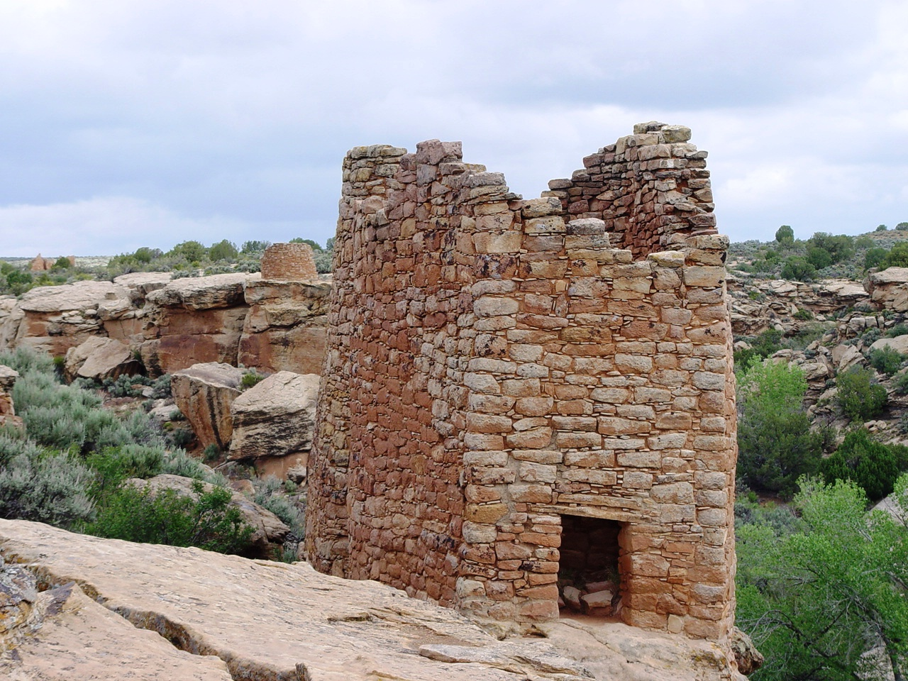 Close-up of ancient Twin Towers, Little Ruin Canyon, Hovenweep National Monument, Utah - Click for larger image (http://jamesmcgillis.com)