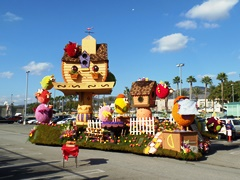 The 2017 Burbank Tournament of Roses float awaits official judging on January 1, 2017 - Click for larger image (http://jamesmcgillis.com)