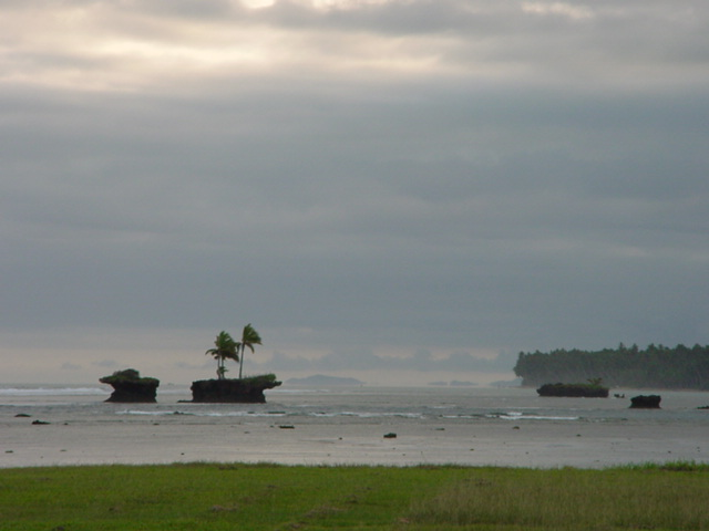 Mini-islands, off the shore of Vanua Levu, Fiji in August 2001 - Click for larger image (http://jamesmcgillis.com)