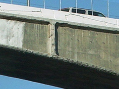 Close-up of the remaining section of Mulholland Drive Bridge over Interstate I-405 in Sepulveda Pass - Click for larger image (http://jamesmcgillis.com)