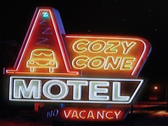 The Cozy Cone Motel, AKA Wigwam Village in Holbrook, Arizona - Click for larger image (http://jamesmcgillis.com)