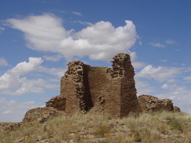 "Kin Klizhin ""Great House"", or ""Great Kiva"", Chaco Canyon, New Mexico - Click for larger image (http://jamesmcgillis.com)"