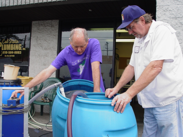 Tom Shudic (Left) and Ralph Demartinis (right) siphoning fresh Pinot Noir wine - Click for larger image of Ralph (http://jamesmcgillis.com)