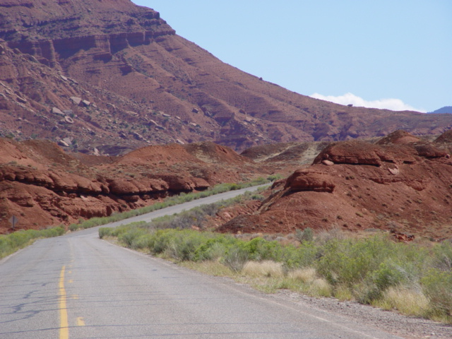 Highway 128 along the Colorado River Canyon (http://jamesmcgillis.com)