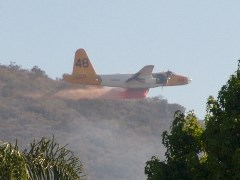 Lockheed P2V-7 begins fire retardant drop on a low-level run on a fire in Simi Valley, California - Click for larger image (http://jamesmcgillis.com)
