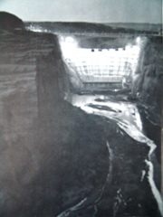 Under floodlights, construction of Glen Canyon Dam continued in 1962 - Click for larger image (http://jamesmcgillis.com)