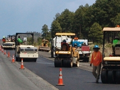 Asphalt paving crews work efficiently along Interstate I-40 in Northern Arizona - Click for larger image (http://jamesmcgillis.com)