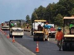 Asphalt paving crews work efficiently along Interstate I-40 in Northern Arizona - Click for larger image (https://jamesmcgillis.com)