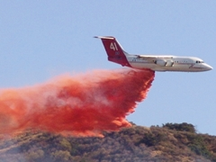"Neptune Aviation Service's BAe-146 ""Tanker 41"" drops fire retardant on a fire in Simi Valley, California - Click for larger image (http://jamesmcgillis.com)"