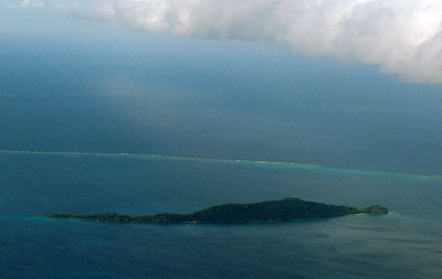 Namena Island, View from the air, with the Bligh Waters in the distance - Fiji Islands - Click for larger image (http://jamesmcgillis.com)